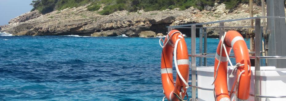 Rettungsringe am Schiff